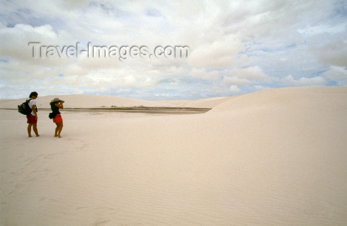 brazil128: Brazil / Brasil - Lençóis (Maranhão): in the sand / na areia - photo by F.Rigaud - (c) Travel-Images.com - Stock Photography agency - Image Bank