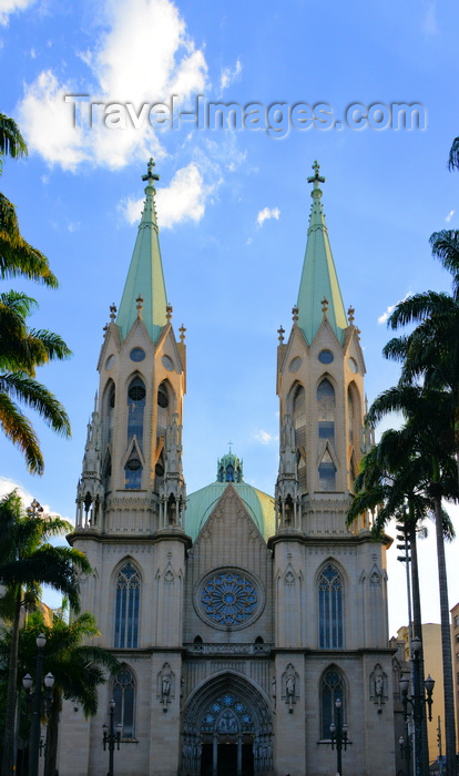 brazil136: São Paulo, Brazil: cathedral facade and palm trees - Praça da Sé - Neo-Gothic style building with the capacity for more than 8 thousand people, designed in 1912 by the German architect Maximillian Hehl -  São Paulo See Metropolitan Cathedral - photo by M.Torres - (c) Travel-Images.com - Stock Photography agency - Image Bank