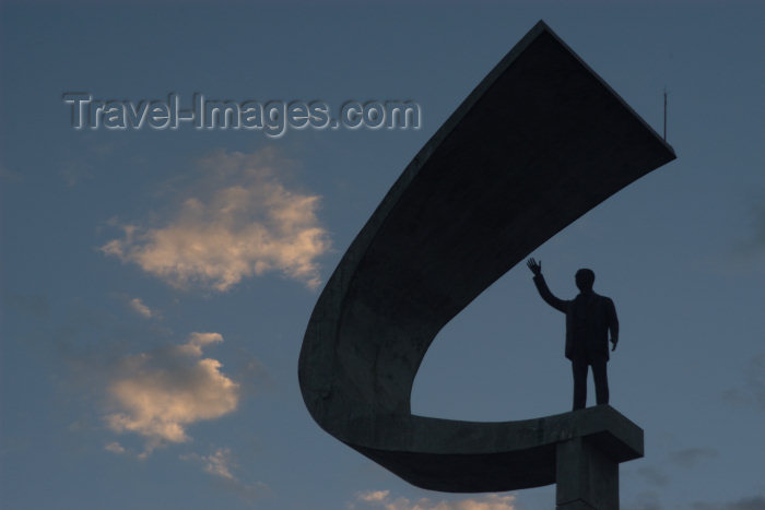 brazil14: Brazil / Brasil - Brasilia / BSB (DF): President Juscelino Kubitschek de Oliveira mausoleum -  - statue - silhouette - Mausoleu do Presidente Kubitschek - JK - estátua - photo by M.Alves - (c) Travel-Images.com - Stock Photography agency - Image Bank