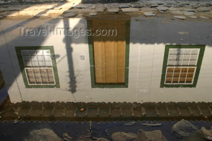 brazil153: Brazil / Brasil - Parati (RJ): reflection / casa refletida na água - photo by N.Cabana - (c) Travel-Images.com - Stock Photography agency - Image Bank