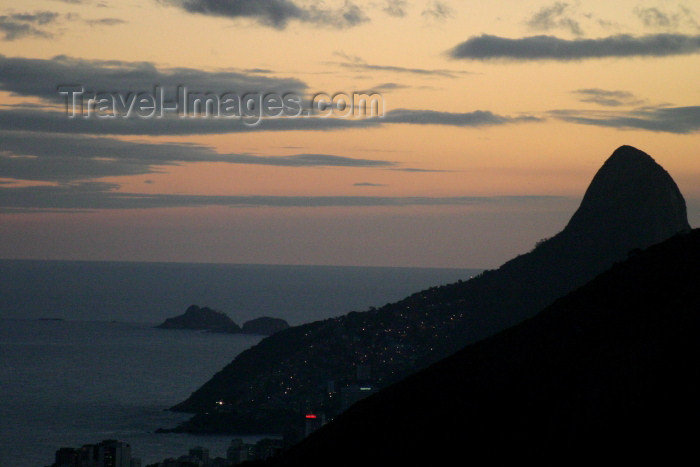 brazil193: Brazil / Brasil - Rio de Janeiro: Pão de Açucar - dusk - photo by N.Cabana - (c) Travel-Images.com - Stock Photography agency - Image Bank