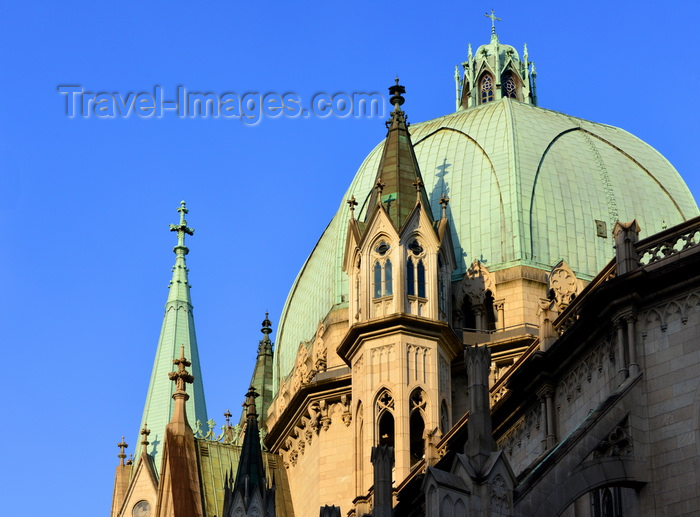 brazil213: São Paulo, Brazil: the cathedral - dome inspired in the Renaissance architecture of the Cathedral of Florence- Praça da Sé - Neo-Gothic style, designed in 1912 by the German architect Maximillian Hehl -  São Paulo See Metropolitan Cathedral - photo by M.Torres - (c) Travel-Images.com - Stock Photography agency - Image Bank
