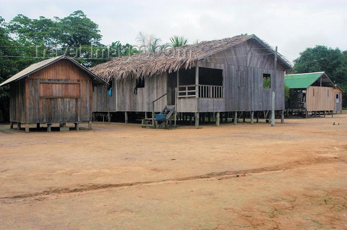 brazil231: Brazil / Brasil - Amazonas - Boca do Acre - Kamicuã village: houses / Aldeia Kamicuã - Etnia Apurinan, família lingüística aruaque (photo by M.Alves) - (c) Travel-Images.com - Stock Photography agency - Image Bank