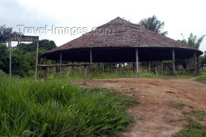 brazil232: Brazil / Brasil - Amazonas - Boca do Acre - Kamicuã village: meeting area / Aldeia Kamicuã (photo by M.Alves) - (c) Travel-Images.com - Stock Photography agency - Image Bank