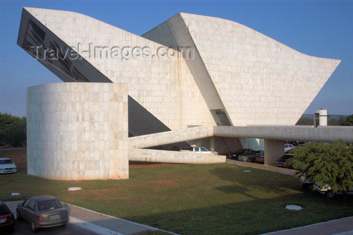 brazil307: Brazil / Brasil - Brasilia: Liberty Pantheon / Panteão da Liberdade - construído em homenagem ao ex-presidente Tancredo Neves - Projeto de Oscar Niemeyer, sua forma sugere a imagem de uma pomba - photo by M.Alves - (c) Travel-Images.com - Stock Photography agency - Image Bank