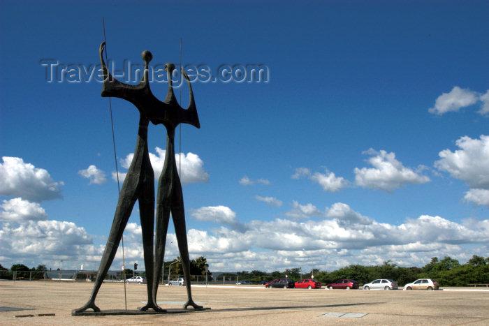 brazil313: Brazil / Brasil - Brasilia: Monument to the builders of Brasilia / monumento aos contrutores de Brasilia - Os Candangos (também chamada de 'Os Guerreiros'), de Bruno Giorgi (photo by  M.Alves) - (c) Travel-Images.com - Stock Photography agency - Image Bank