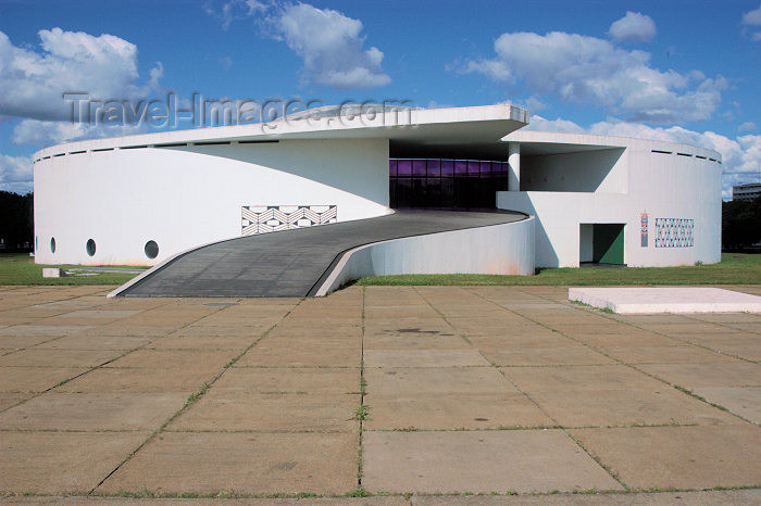 brazil316: Brazil / Brasil - Brasilia: native peoples' memorial / Memorial dos Povos Indigenas - Projeto de Oscar Niemeyer - photo by M.Alves - (c) Travel-Images.com - Stock Photography agency - Image Bank