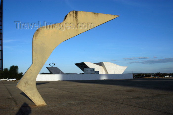 brazil323: Brazil / Brasil - Brasilia: art and the Pantheon - Praça dos Três Poderes - Three Powers Square - photo by M.Alves - (c) Travel-Images.com - Stock Photography agency - Image Bank