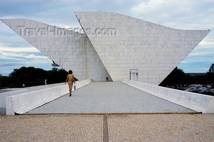 brazil330: Brazil / Brasil - Brasilia: National Pantheon - dove / Panteão - Projeto de Oscar Niemeyer, sua forma sugere a imagem de uma pomba - photo by  M.Alves - (c) Travel-Images.com - Stock Photography agency - Image Bank