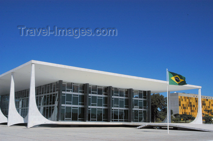 brazil331: Brazil / Brasil - Brasilia: Supreme Court - High Court - Supremo Tribunal Federal - Projeto de Oscar Niemeyer - photo by M.Alves - (c) Travel-Images.com - Stock Photography agency - Image Bank