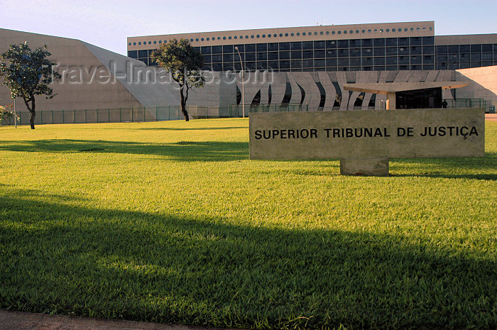 brazil336: Brazil / Brasil - Brasilia: the High Court - Superior Tribunal de Justiça - architect: Oscar Niemyer - photo by M.Alves - (c) Travel-Images.com - Stock Photography agency - Image Bank