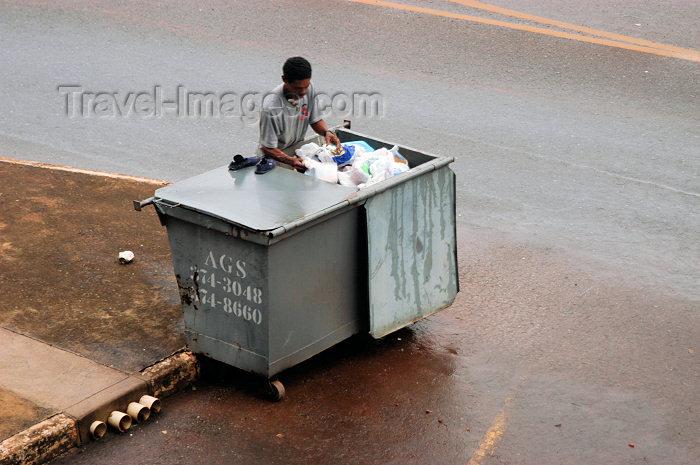brazil351: Brazil / Brasil - Brasilia: recycling - quadra 413 asa norte 03 / reciclando - photo by M.Alves - (c) Travel-Images.com - Stock Photography agency - Image Bank