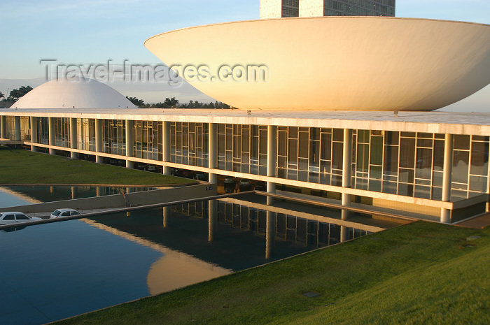 brazil354: Brazil / Brasil - Brasilia / BSB (DF): dome (the Senate), and the saucer (the Congress) - Congresso Nacional - arquitecto: Oscar Niemeyer - Unesco world heritage site - patrimonio da humanidade - photo by M.Alves - (c) Travel-Images.com - Stock Photography agency - Image Bank