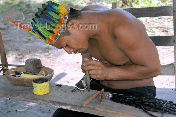 brazil363: Brazil / Brasil - Boca do Acre - Kamicuã village: Juca - indian artisan / artesão indio - Aldeia Kamicuã (photo by M.Alves) - (c) Travel-Images.com - Stock Photography agency - Image Bank