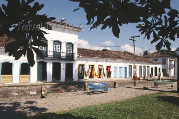 brazil365: Brazil / Brasil - Paraty (RJ): colonial façades - arquitetura colonial - Grupo da Terra - photo by Lewi Moraes - (c) Travel-Images.com - Stock Photography agency - Image Bank