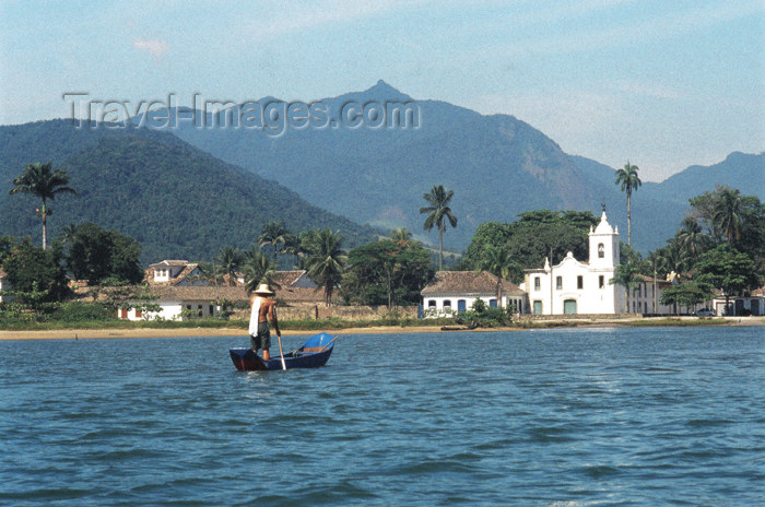 brazil366: Brazil / Brasil - Paraty (RJ): rowing towards Nossa Senhora das Dores church - remando - canoa - photo by Lewi Moraes - (c) Travel-Images.com - Stock Photography agency - Image Bank