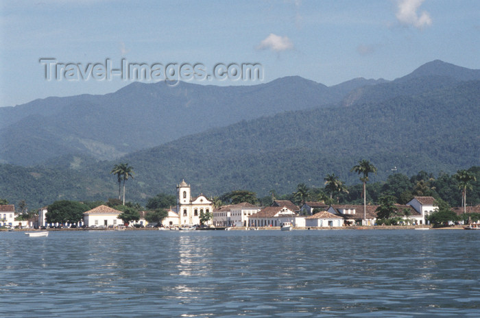 brazil367: Brazil / Brasil - Paraty (RJ): waterfront seen from the bay - cidade hitórica - vista da baía - photo by Lewi Moraes - (c) Travel-Images.com - Stock Photography agency - Image Bank