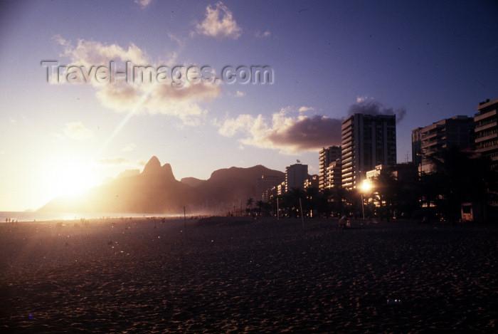 brazil372: Brazil / Brasil - Rio de Janeiro: Ipanema beach - sunset / pôr do sol em Ipanema - photo by Lewi Moraes - (c) Travel-Images.com - Stock Photography agency - Image Bank