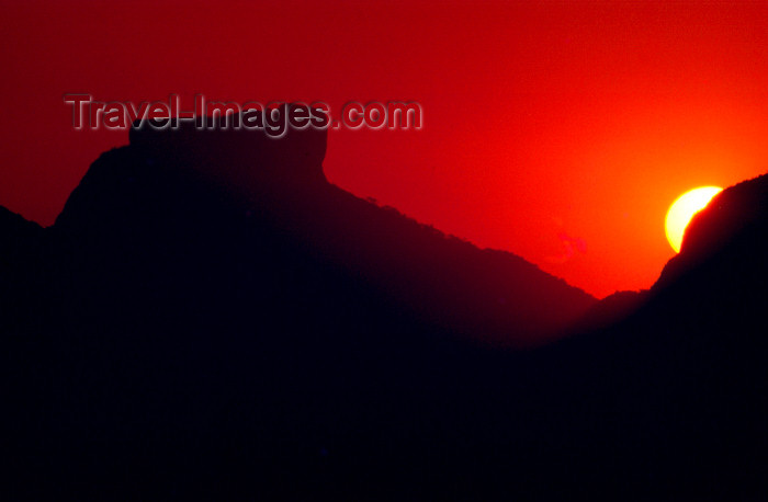 brazil373: Brazil / Brasil - Rio de Janeiro: sunset / pôr do sol - photo by Lewi Moraes - (c) Travel-Images.com - Stock Photography agency - Image Bank