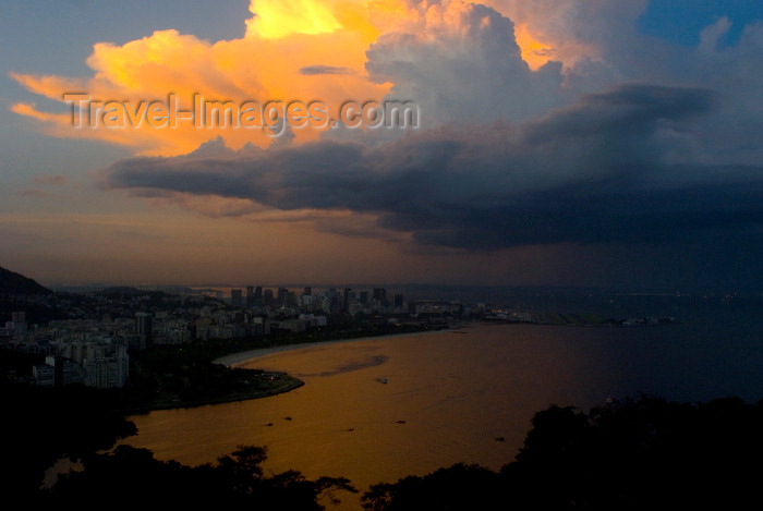 brazil425: Rio de Janeiro, RJ, Brasil / Brazil: Botafogo bay - dramatic clouds at sunset / pôr do sol sobre a baía de Botafogo - photo by L.Moraes - (c) Travel-Images.com - Stock Photography agency - Image Bank