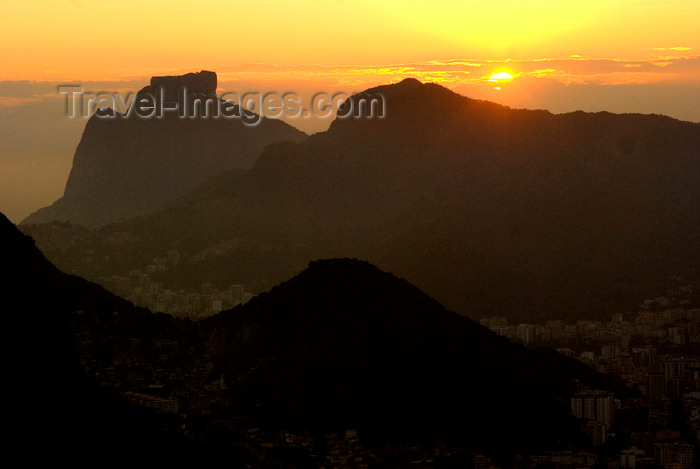 brazil429: Rio de Janeiro, RJ, Brasil / Brazil: sunset in Gavea Stone - Tijuca forest / pôr do sol na Pedra da Gávea - Floresta da Tijuca - photo by L.Moraes - (c) Travel-Images.com - Stock Photography agency - Image Bank