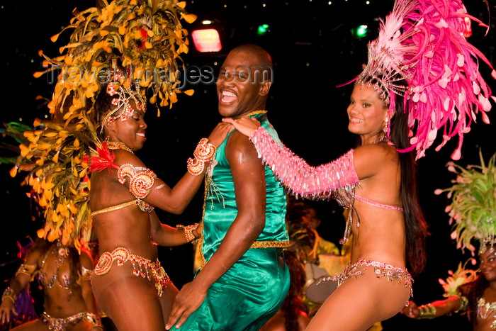 brazil452: Rio de Janeiro, RJ, Brasil / Brazil: feathered bikini Carnival dancers and male dancer - Mocidade Independente de Padre Miguel samba school / escola de samba Mocidade Independente de Padre Miguel - photo by D.Smith - (c) Travel-Images.com - Stock Photography agency - Image Bank
