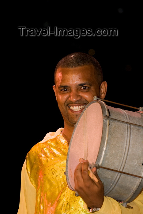 brazil455: Rio de Janeiro, RJ, Brasil / Brazil: drummer in the 'bateria', the drums section - Carnival dancer - Mocidade Independente de Padre Miguel samba school / carnaval do Rio - photo by D.Smith - (c) Travel-Images.com - Stock Photography agency - Image Bank