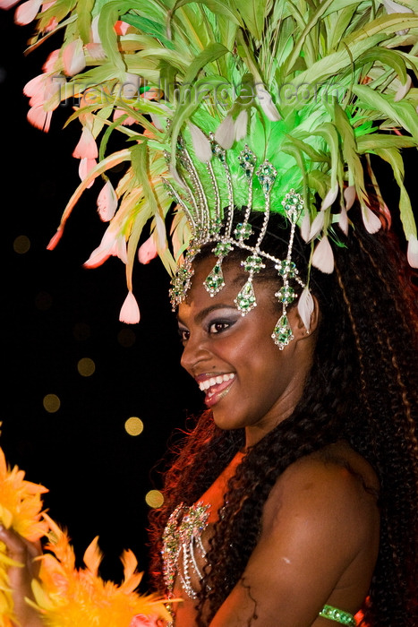 brazil456: Rio de Janeiro, RJ, Brasil / Brazil: glamorous Carnival dancer with green plumage - Mocidade Independente de Padre Miguel samba school / escola de samba Mocidade Independente de Padre Miguel - photo by D.Smith - (c) Travel-Images.com - Stock Photography agency - Image Bank