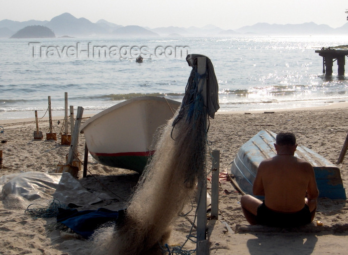 brazil459: Rio de Janeiro, RJ, Brasil / Brazil: Copacabana beach - fisherman and nets near Copacabana Fort / pescador e artes de pesca junto ao Forte de Copacabana - photo by S.West - (c) Travel-Images.com - Stock Photography agency - Image Bank