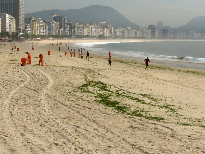brazil61: Rio de Janeiro, RJ, Brasil / Brazil: Copacabana beach after the storm / praia de Copacabana depois da tempestade - photo by S.West - (c) Travel-Images.com - Stock Photography agency - Image Bank