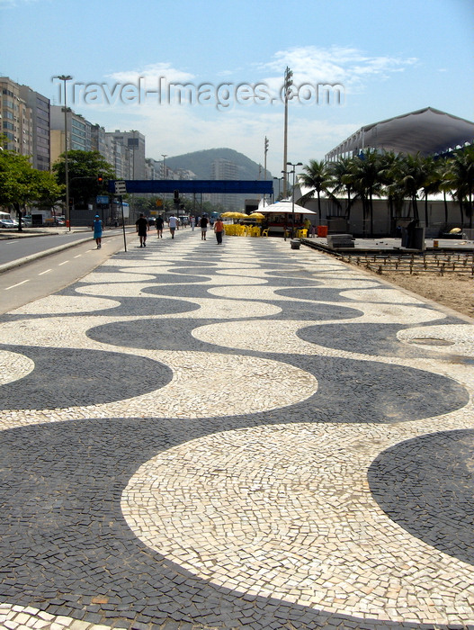 brazil69: Rio de Janeiro, RJ, Brasil / Brazil: Copacabana - beach sidewalk ' near Leme / as ondas do Cal&#231;ad&#227;o de Copacabana, parte sul, junto ao Bairro do Leme - photo by S.West - (c) Travel-Images.com - Stock Photography agency - Image Bank