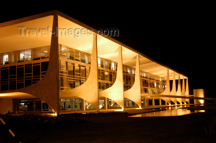 brazil88: Brazil / Brasil - Brasilia: Government HQ - Pal&#225;cio do Planalto - by Oscar Niemeyer - Pal&#225;cio dos Despachos -  Sede do Poder Executivo do Brasil - M.Alves - (c) Travel-Images.com - Stock Photography agency - Image Bank
