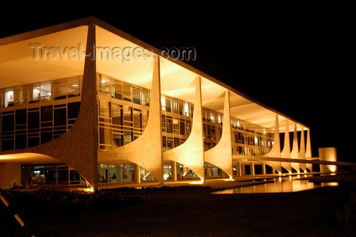 brazil88: Brazil / Brasil - Brasilia: Government HQ - Palácio do Planalto - by Oscar Niemeyer - Palácio dos Despachos -  Sede do Poder Executivo do Brasil - M.Alves - (c) Travel-Images.com - Stock Photography agency - Image Bank