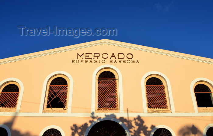 brazil94: Olinda, Pernambuco, Brazil: Eufrásio Barbosa market on Varadouro square - a Portuguese XVII century colonial building that originally hosted the Customs House - Mercado Eufrásio Barbosa / Mercado da Ribeira - photo by M.Torres - (c) Travel-Images.com - Stock Photography agency - Image Bank