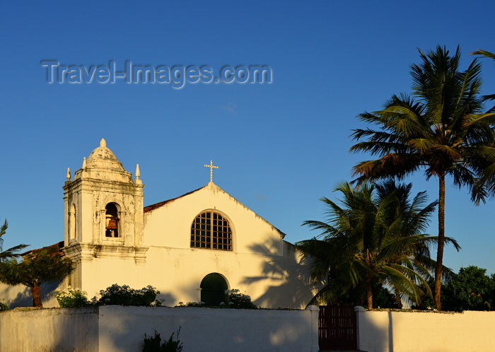 brazil95: Olinda, Pernambuco, Brazil: Church of the Holy Cross of Miracles, on Milagres square - whitewashed facade and coconut trees, built in 1862 - Historic Centre of the Town of Olinda - Igreja da Santa Cruz dos Milagres - photo by M.Torres - (c) Travel-Images.com - Stock Photography agency - Image Bank