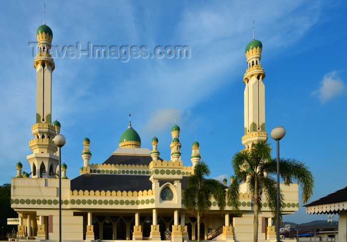 brunei143: Bandar Seri Begawan, Brunei Darussalam: Kampong Tamoi Mosque and blue sky - photo by M.Torres - (c) Travel-Images.com - Stock Photography agency - Image Bank
