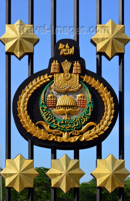 brunei60: Bandar Seri Begawan, Brunei Darussalam: emblem of the Sultan - crescent, royal winged parasol, crown, with Allah at the top - Jame Asr Hassanil Bolkiah mosque - photo by M.Torres - (c) Travel-Images.com - Stock Photography agency - Image Bank