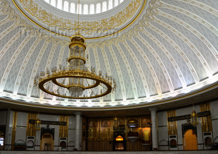 brunei64: Bandar Seri Begawan, Brunei Darussalam: Jame Asr Hassanil Bolkiah mosque - main prayer room and its mirhab and minbar - photo by M.Torres - (c) Travel-Images.com - Stock Photography agency - Image Bank
