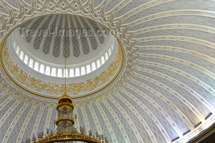 brunei65: Bandar Seri Begawan, Brunei Darussalam: Jame Asr Hassanil Bolkiah mosque, aka Kiarong mosque - dome interior - photo by M.Torres - (c) Travel-Images.com - Stock Photography agency - Image Bank