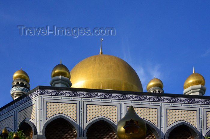 brunei69: Bandar Seri Begawan, Brunei Darussalam: Jame Asr Hassanil Bolkiah mosque, aka Kiarong mosque - dome and arches - photo by M.Torres - (c) Travel-Images.com - Stock Photography agency - Image Bank
