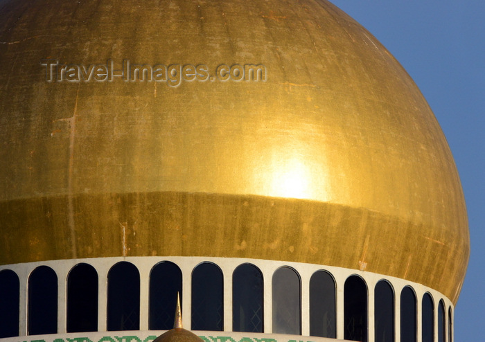 brunei70: Bandar Seri Begawan, Brunei Darussalam: golden dome of the Jame Asr Hassanil Bolkiah mosque, reflecting the sun - modern Islamic architecture - photo by M.Torres - (c) Travel-Images.com - Stock Photography agency - Image Bank