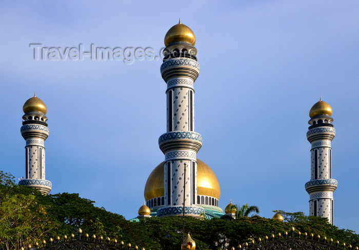 brunei71: Bandar Seri Begawan, Brunei Darussalam: Jame Asr Hassanil Bolkiah mosque, aka Kiarong mosque - minarets and central dome - photo by M.Torres - (c) Travel-Images.com - Stock Photography agency - Image Bank