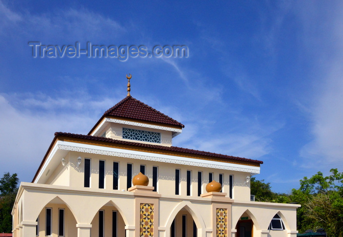 brunei84: Bandar Seri Begawan, Brunei Darussalam: waterfront mosque, on McArthur street - tiled roofs with ornate eaves - photo by M.Torres - (c) Travel-Images.com - Stock Photography agency - Image Bank