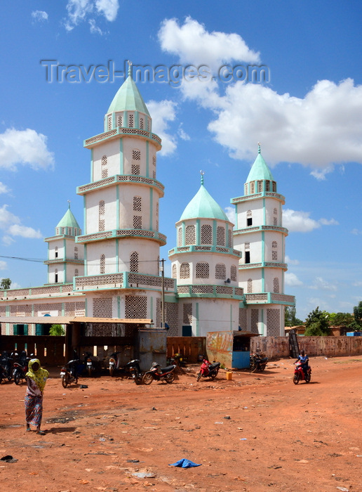 burkina-faso17: Ouagadougou; Burkina Faso: whitewashed mosque on Kanti Zoobre street, a dirt road - photo by M.Torres - (c) Travel-Images.com - Stock Photography agency - Image Bank