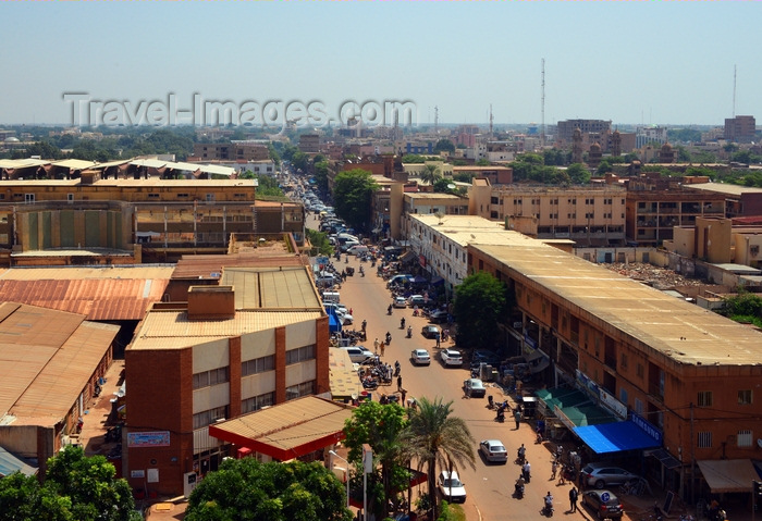 burkina-faso41: Ouagadougou, Burkina Faso: city center skyline along Maurice Yameogo avenue, the commercial heart of the city - the Central Market on the left and the Grand Mosque on the right - photo by M.Torres - (c) Travel-Images.com - Stock Photography agency - Image Bank