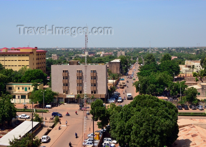 burkina-faso42: Ouagadougou, Burkina Faso: city center skyline - intersection of  Boulevard Monseigneur Joanny Tarvernaud and Maurice Yameogo avenue - the city has a good proportion of green areas - Hotel Amiso in the corner - photo by M.Torres - (c) Travel-Images.com - Stock Photography agency - Image Bank