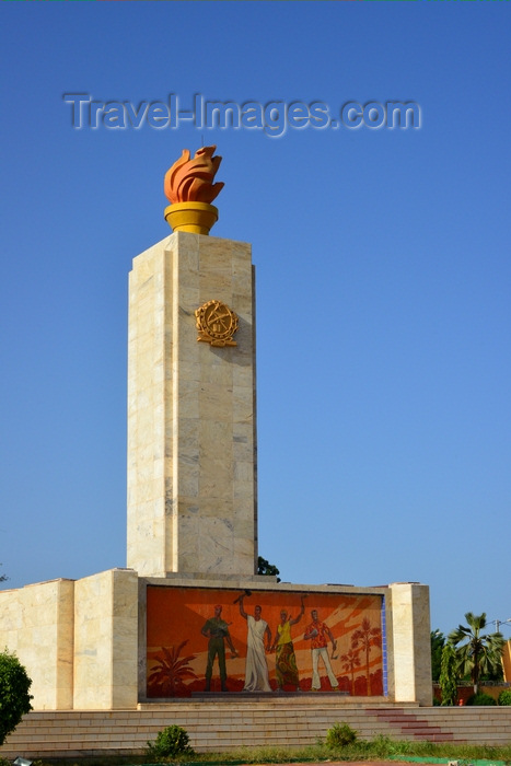 burkina-faso56: Ouagadougou, Burkina Faso: obelisk at Place de la Revolution / Revolution square - communist aesthetics - aka Place de la Nation - photo by M.Torres - (c) Travel-Images.com - Stock Photography agency - Image Bank