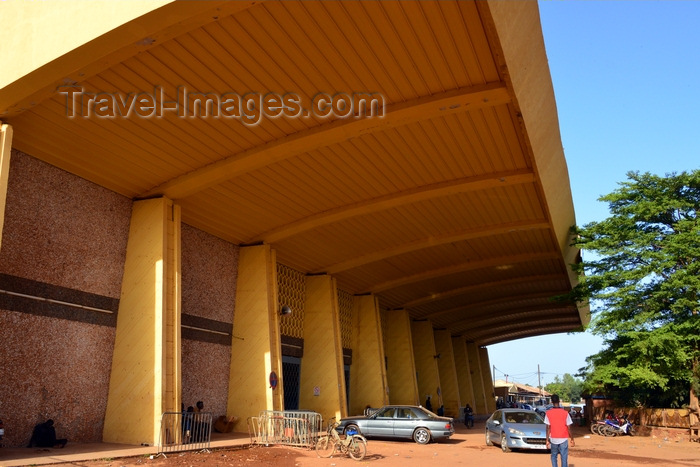 burkina-faso60: Ouagadougou, Burkina Faso: Ouagadougou central station - colonial railway station on the Abidjan line - origin of the line of the Sahel railway, built in 1954 - Place Naba Koom - photo by M.Torres - (c) Travel-Images.com - Stock Photography agency - Image Bank