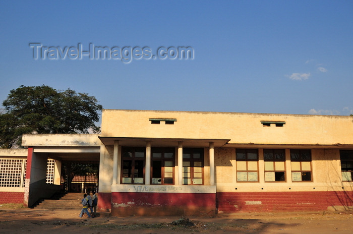 burundi26: Bujumbura, Burundi: abandoned colonial school - photo by M.Torres - (c) Travel-Images.com - Stock Photography agency - Image Bank