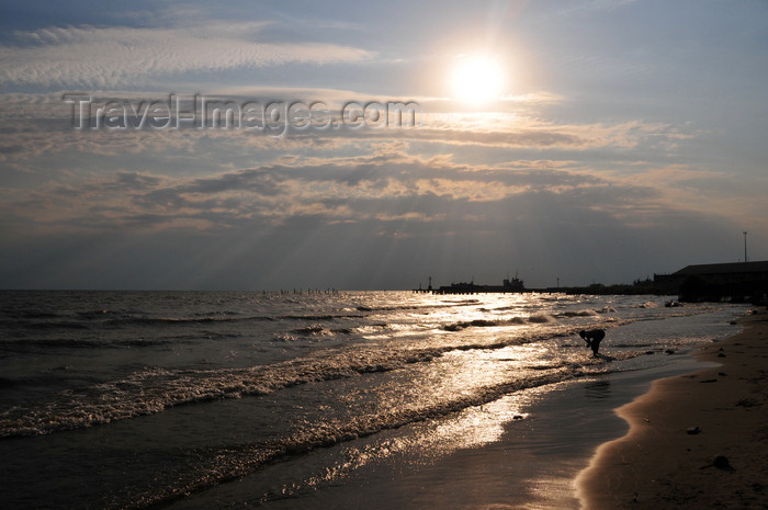 burundi36: Bujumbura, Burundi: Lake Tanganyika - downtown beach - the deepest lake in Africa and holds the greatest volume of fresh water - photo by M.Torres - (c) Travel-Images.com - Stock Photography agency - Image Bank